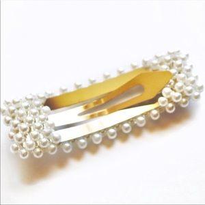 Fashionista21 Accessories - NEW Rectangle Pearlized Hair Barrette Clip Set
